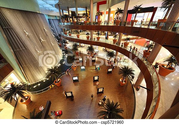 18:, dubai, unito, centro commerciale, -, 18, uno, arabo, aprile, centro commerciale, emirates., più grande, interno, vista mondo, 2010, dubai - csp5721960
