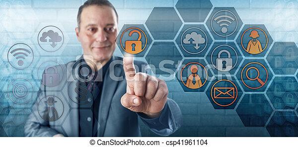 accesso, uomo affari, sorridente, dati, sbloccando, felice - csp41961104