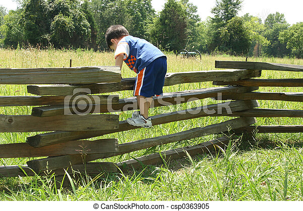 bambino primi passi, recinto - csp0363905