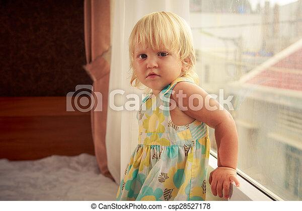 lato-vista, poco, leva piedi, finestra, biondo, ragazza - csp28527178