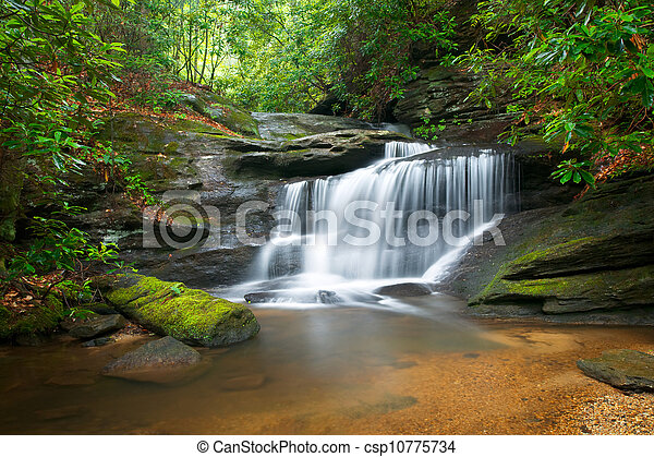 montagne blu, cresta, natura, offuscamento, albero, lussureggiante, pietre, acqua, verde, cascate, fluente, pacifico, movimento, paesaggio - csp10775734