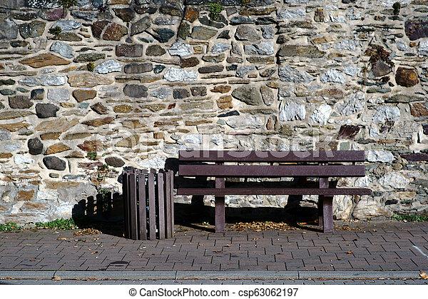 muro pietra, panchina, campo, fronte - csp63062197
