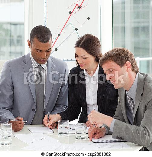 persone, vendite, studiare, rapporto affari, concentrati - csp2881082