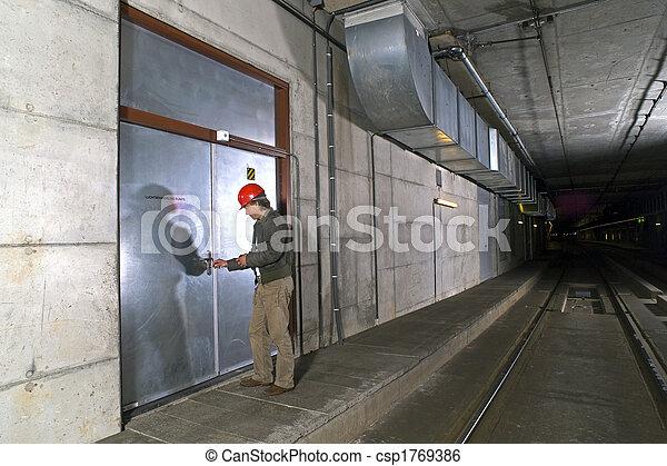 porta, sbloccando - csp1769386