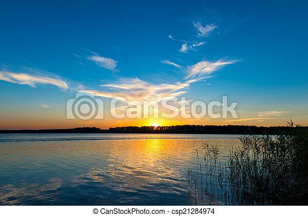 sole, sopra, lago, regolazione, orizzonte, tranquillo - csp21284974