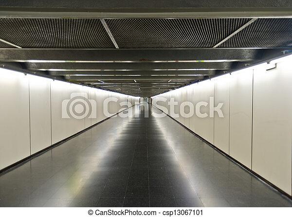 sottopassaggio, corridoio - csp13067101