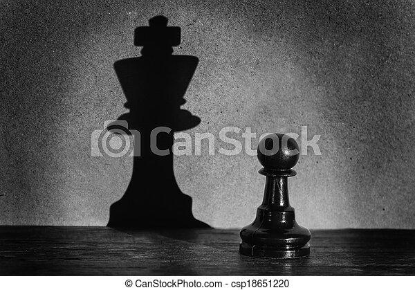 standing, actistic, conversione, oscurità, pegno, re, fare, scacchi, uggia, riflettore - csp18651220