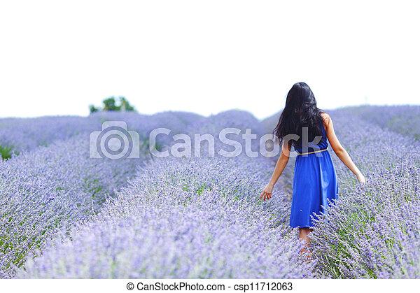 standing, campo, donna, lavanda - csp11712063