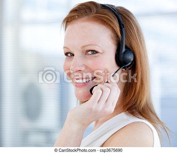 vendite, cuffia, sorridente, rappresentante, donna - csp3675690